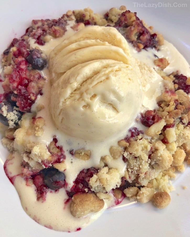 Quick and Easy Berry Crisp Cobbler Recipe made with 5 ingredients: frozen fruit, cake mix, oats, butter and walnuts. Quick, easy and cheap to make.