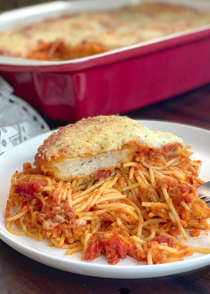 Lazy Chicken Parmesan Baked Spaghetti (a quick and easy dinner idea for the family!) This budget friendly meal is so simple to throw together, it's prefect for busy week nights. An easy casserole dish made with just 5 cheap ingredients.