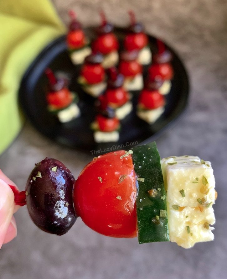 Quick and easy party appetizer: Greek Salad Skewers -- The BEST make ahead party food idea! Always a crowd pleaser.
