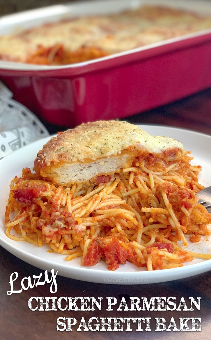 Easy Chicken Parmesan Baked Spaghetti Casserole (a quick and easy dinner idea for large families!) This budget friendly meal is so simple to throw together, it's prefect for busy week nights. An easy casserole dish made with just 5 ingredients. #thelazydish #easydinner #chickenparmesan