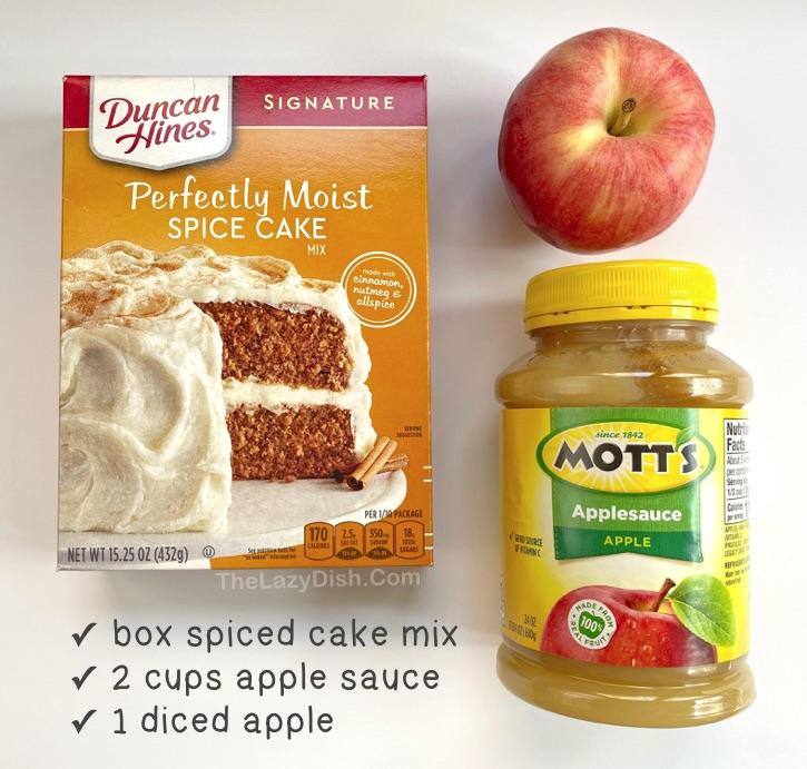 Muffins aux pommes et aux épices à 3 ingrédients Préparés avec une boîte de mélange à gâteau aux épices Duncan Hine et de la compote de pommes!  Une idée de collation vraiment rapide et facile pour l'automne!