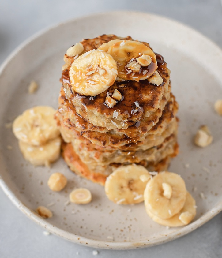 Easy healthy banana oatmeal pancakes made with just 3 ingredients! Vegetarian, clean eating and yummy!