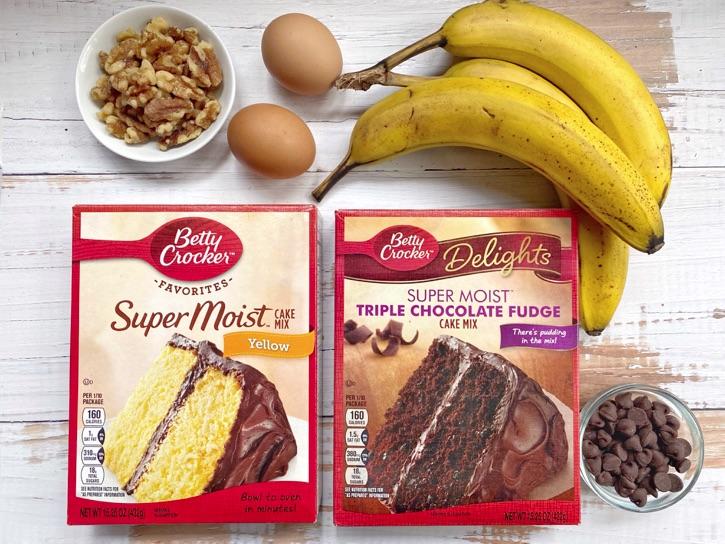 Kuchenmischung Bananen-Nuss-Muffins und Kuchenmischung Schokoladenmuffins mit nur 3 Zutaten.  Super schnell und einfach zu machen!  Kinder und Erwachsene lieben diese einfache Snack- und Frühstücksidee.  Perfekt für unterwegs!